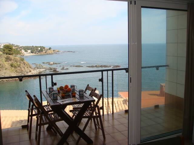 143 Apartment sea views with a terrace - Llançà