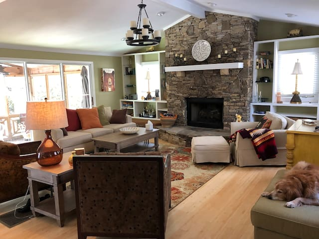 The Brit's Bear Pond Getaway:  House - 3mi to town
