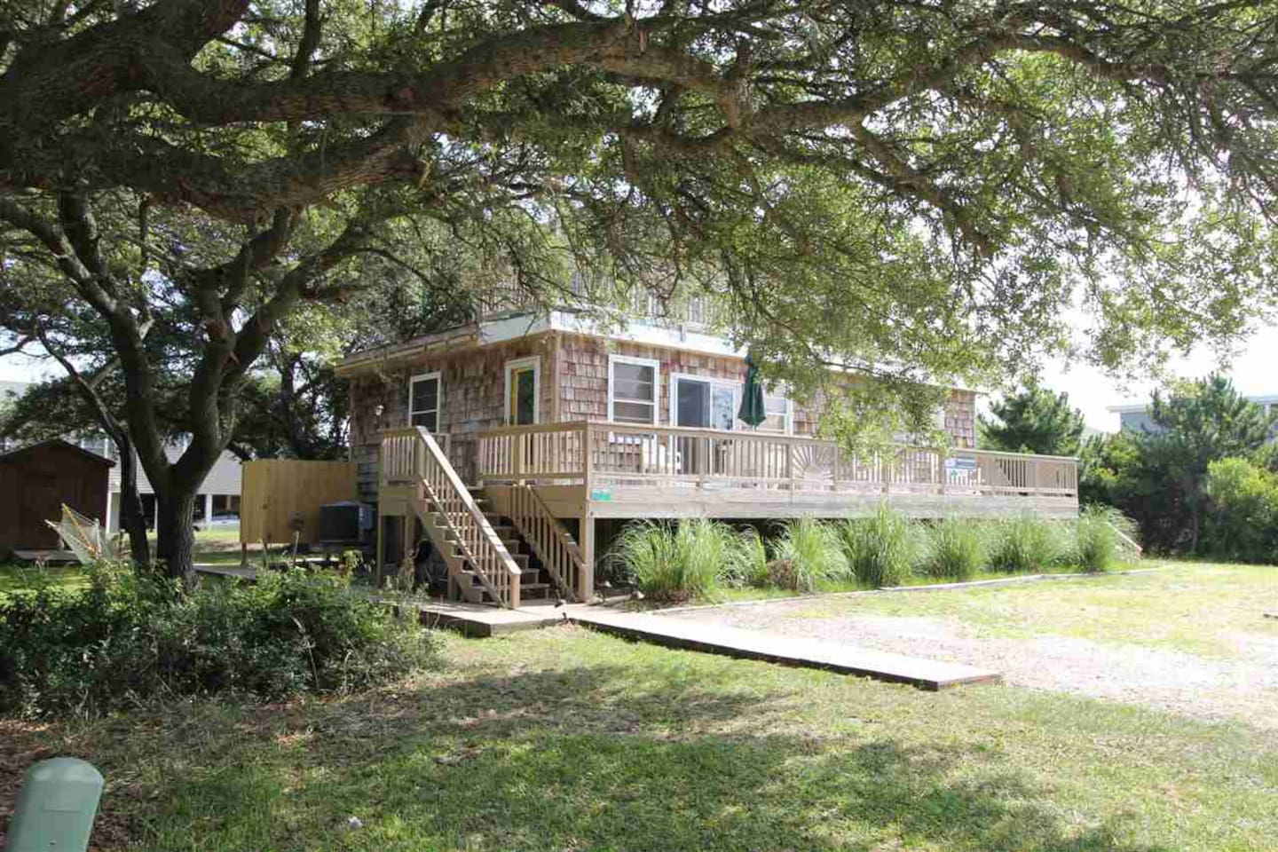 Century-old live oaks are a highlight of the community