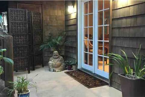 Summerland Cottage-steps to downtown and beach!