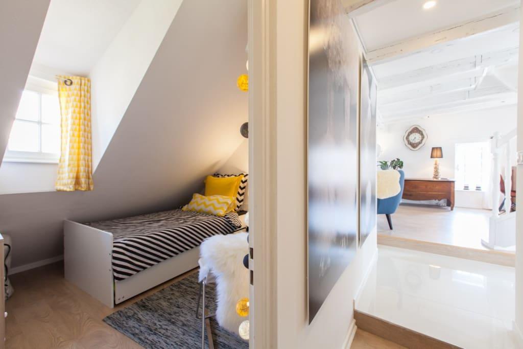 La chambre d'amis ou deuxième chambre, plus petite, elle convient aux enfants