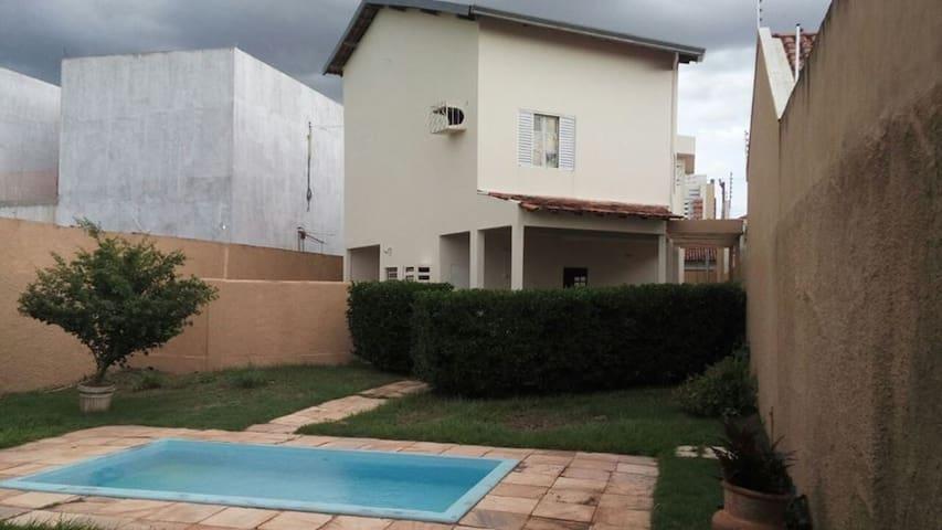 Quarto em residência - Cuiabá - Rumah