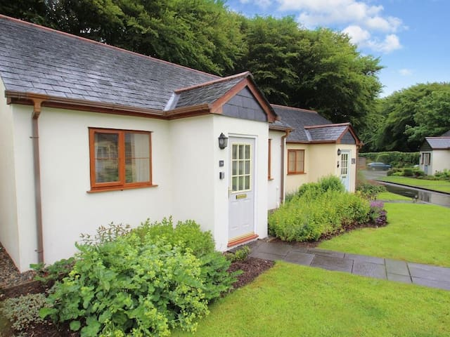 WATER'S EDGE, pet friendly in Camelford, Ref 959582