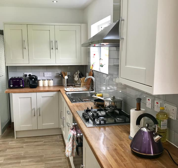 The Woodfarm Lodge - 3 Bedroom House with parking