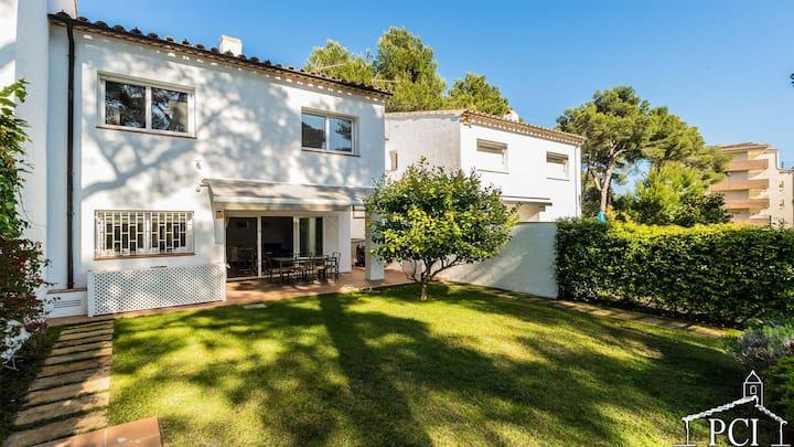 Sc91 / Casa adosada con piscina comunitaria.