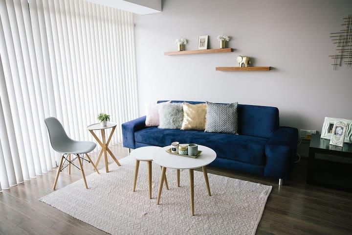Premium Exec  2BR Apartment WTC - Modern & Cozzy