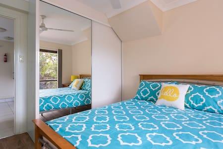 Modern Cairns 1BD apartment. - Brinsmead