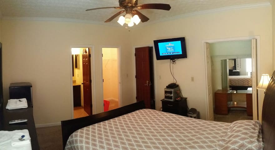 L14- Private bath ,master bedroom,cable, wifi