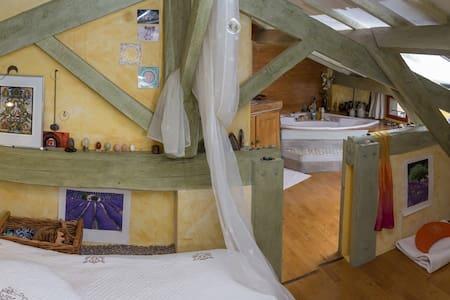 Maison de charme dans hameau calme - Brue-Auriac - Gästehaus