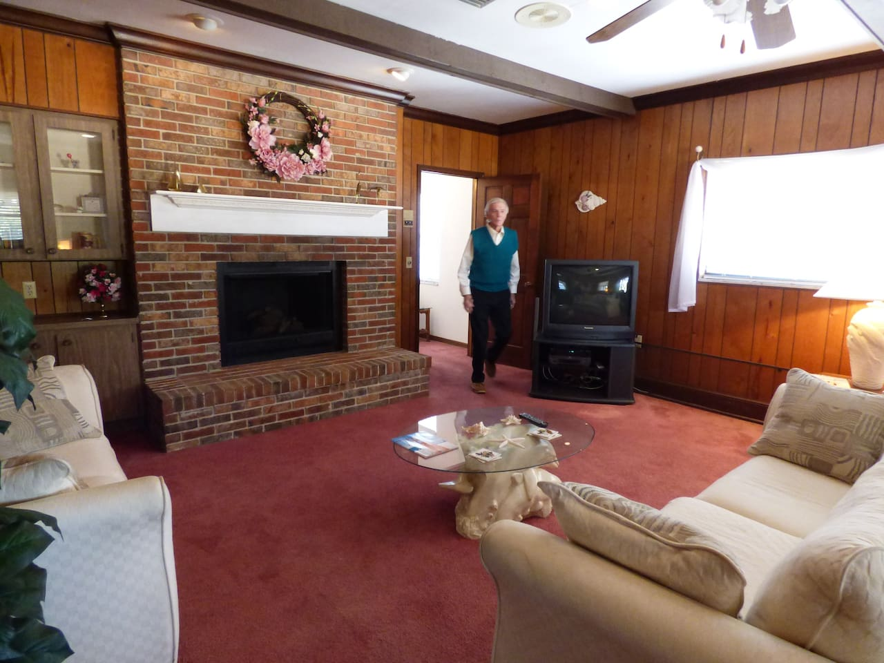 Swiss Chalet Bed and Breakfast (Queen Rose room) - Apartments for ...