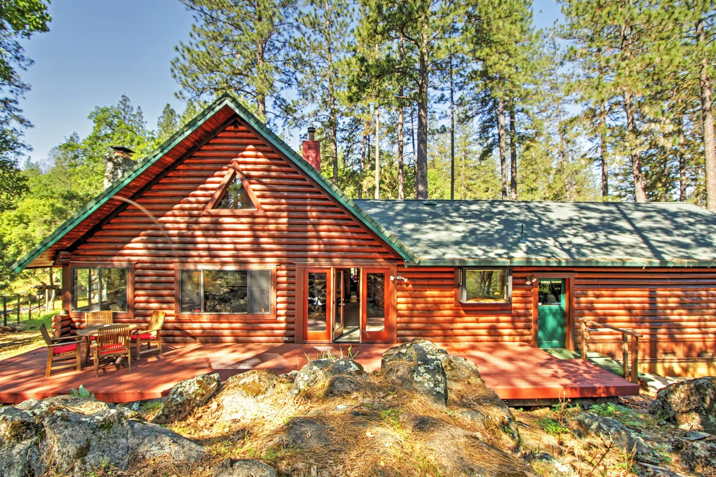 Escape to this Grass Valley vacation rental cabin for a rejuvenating mountain retreat!