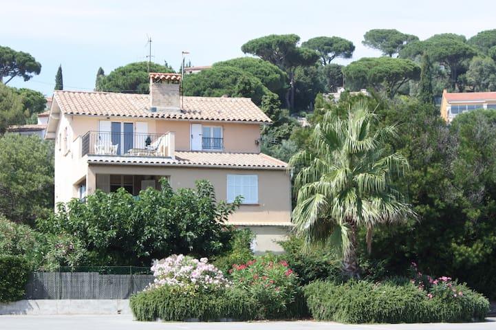 appartement est au 2ième étage de la villa Idargalym