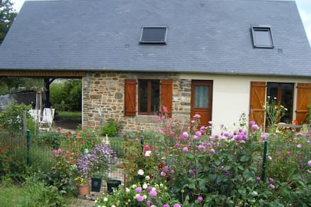 """La Rivière"" authentic holiday cottage - Ducey"