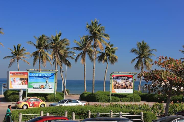 By the Beach & Central - Shatti Al Qurum  - Appartement