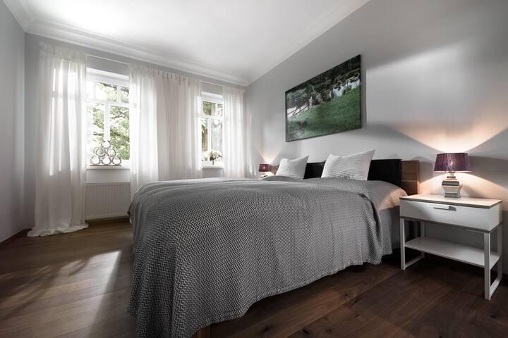 Standard Doppelzimmer mit Bad auf dem Flur
