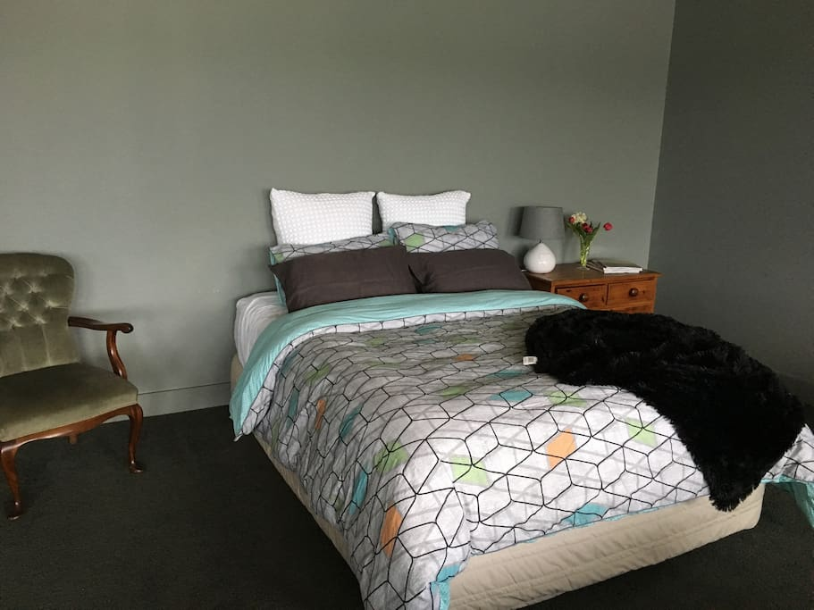 Sleep in a queen sized bed with electric blankets & lovely linen.