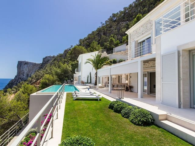 Luxury Villa with Fantastic Sea Views - Andratx - Maison