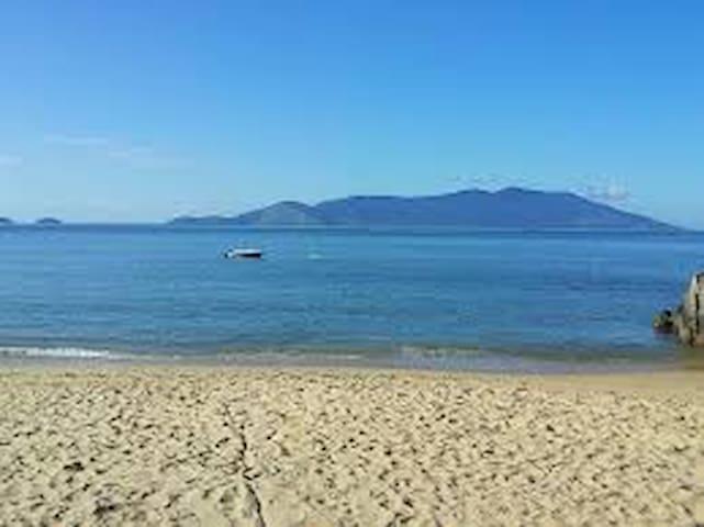 Quarto na Costa Verde no centro de Mangaratiba