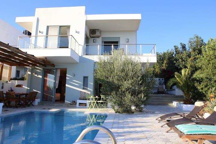 """Euphoria villas - Villa """"Iliahtida"""" (8 People)"""