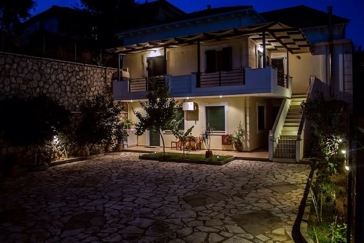 KiAmmos apartments block by the sea - Lefkada