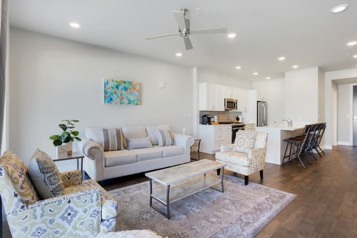 Bywater POOL Newly Renovated 2br 319