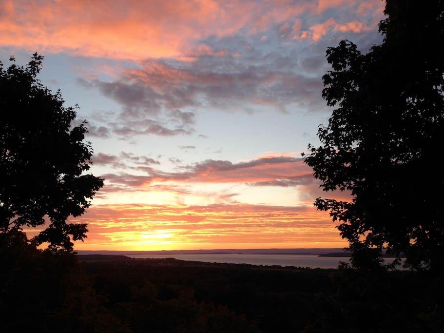 vue d'un lever  de soleil du balcon