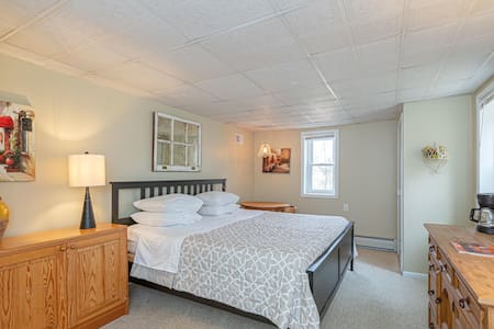 own entrance, king bed+own bath.great walking area