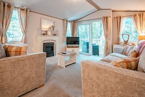 Two Hoots - Woodland Lodge set in Kelling Heath