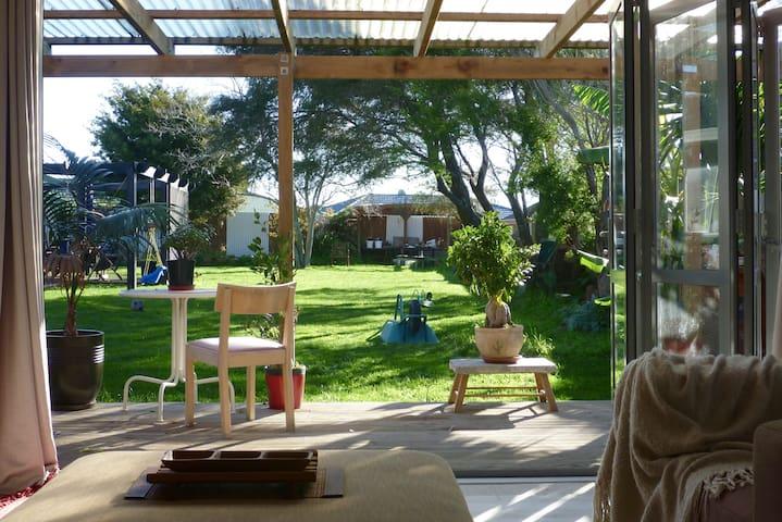Private and Restful w/ Studio on Quarter Acre. - Papamoa - Rumah