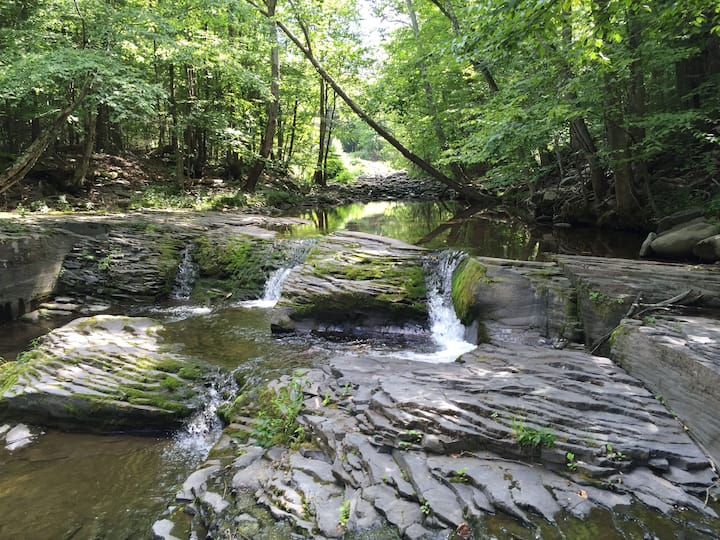 Waterfall Farmhouse -Private Waterfall & Swim Hole