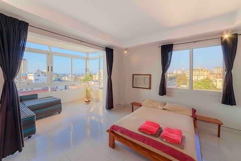 Cozy apartment in Vedado (1 bd/ocean view)