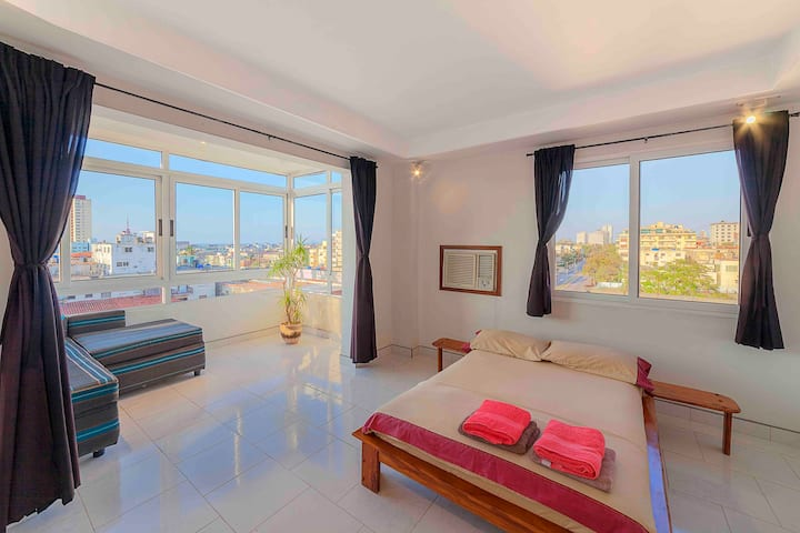 Cozy apartment in Vedado (1 bd/ocean view)