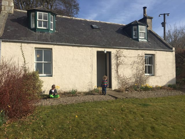 Garden Cottage on Netherdale Estate - Aberdeenshire - House