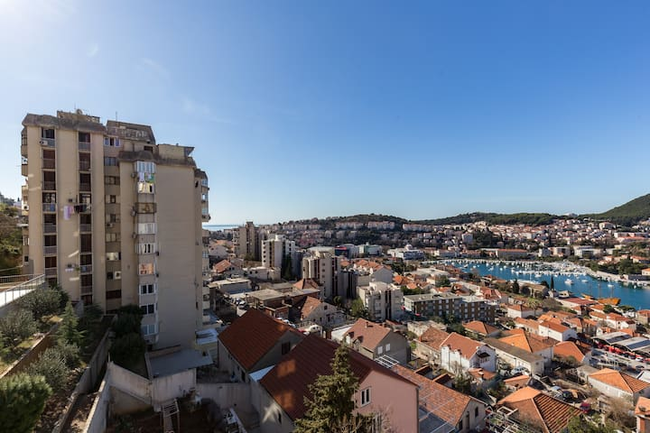 Lovely Apartment Brajkovic with Great Sea View