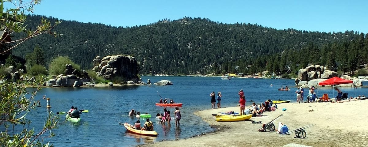 EXCELLENT TIME TO ENJOY BIG BEAR LAKE, HIKE, GO WINE TASTING, GREAT FOOD, GO  FISHING, AND  RIDE BIKES OR SIMPLY JUST TO BBQ