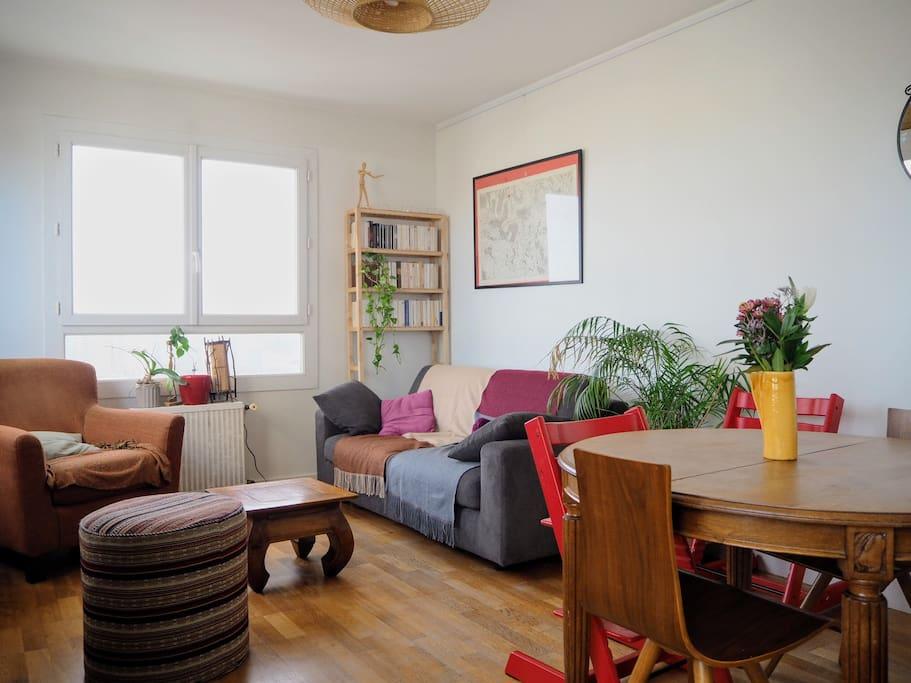 Salon-salle à manger avec canapé-lit grand confort!