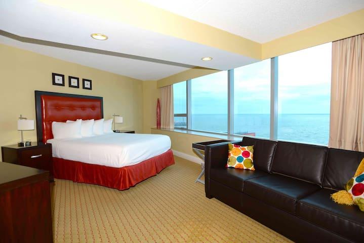 Atlantic City SUN Studio Oceanfront Boardwalk Pool