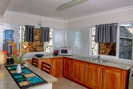 Deluxe 1 Bedroom Self-Catering Apartment