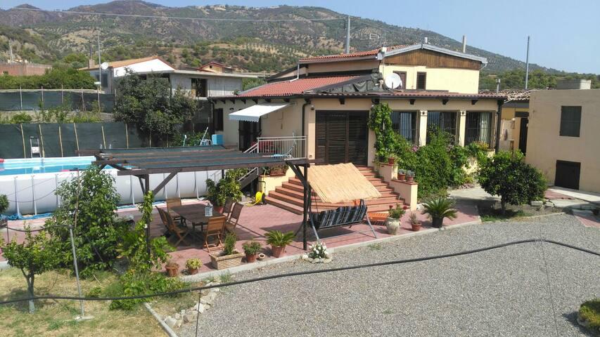 Villa Malou,+- 800mde la mer,vue sur mer,piscine
