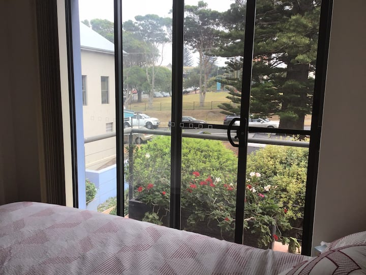 2 small rooms in the middle of Gerringong