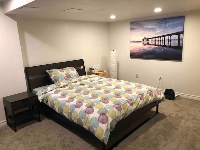 Cozy bedroom in Kanata South-Female only