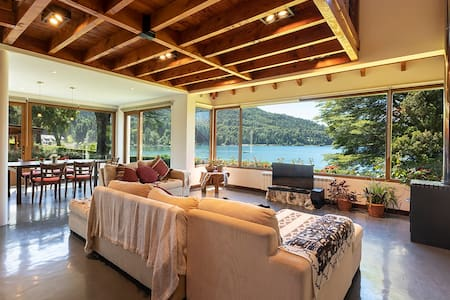Beautiful Lakefront house with Amazing views