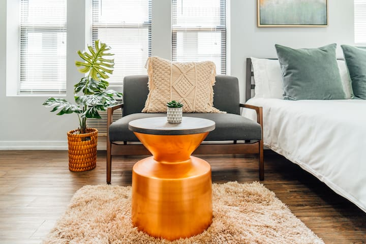 Bright Studio in Uptown | Near Wrigley | Cubs