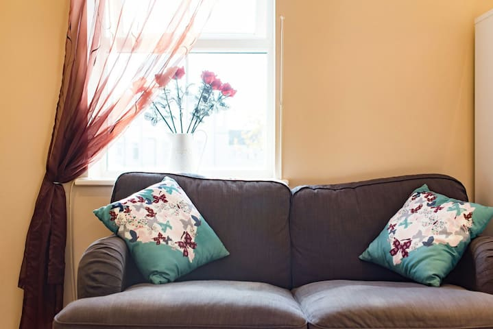 Popular Central Two Bedroom Apartment with Parking - Cardiff - Apartament