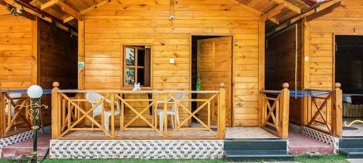 Cozy Vibed wooden cottages in Candolim(North Goa)