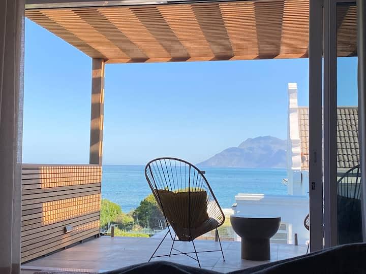 Beach House - Kommetjie - walk, surf & relax