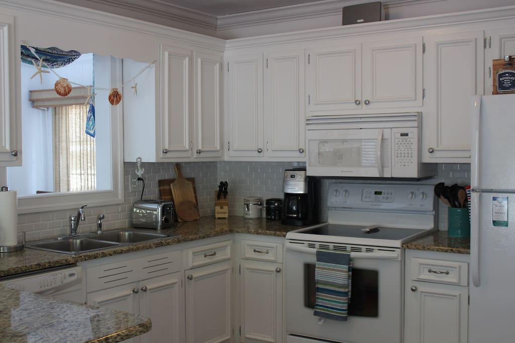 Updated kitchen with new cookware