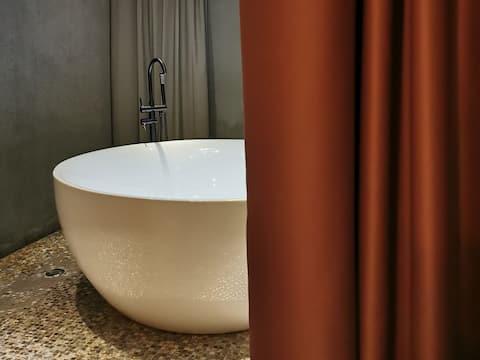 【塞纳左岸】超大浴缸,50平米,环贸IAPM500米,地铁1/10/12号线陕西南路站,网红永康路