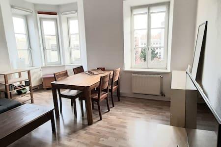 Schöne helle Wohnung, 2 Zimmer, in Bahnhofsnähe