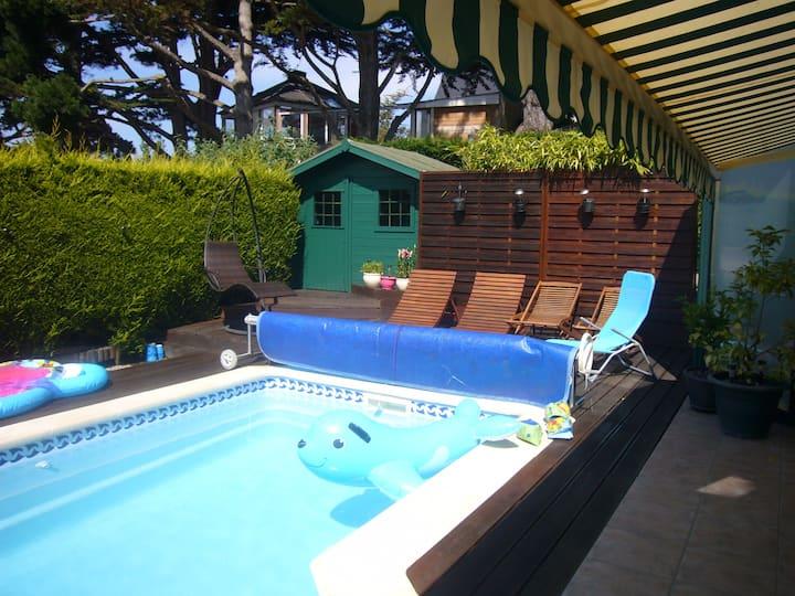 Chambre au calme proche GR34 avec accès piscine